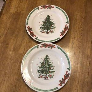 2 adorable Christmas plates